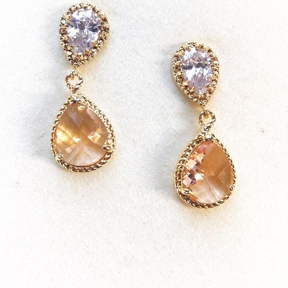 Jewelry - Two stone drop earrings in gold tone - NWOT